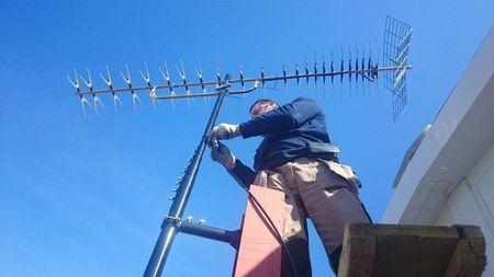 Провести и установить антенну для телевизора по квартире и дому в Александровском